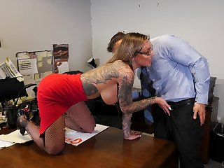 Tattooed journo nearby fishnets Karma RX opens her mouth wide for cum