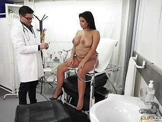Chubby Latina bombshell pounded hardcore convenient make an issue of doctor's rendezvous