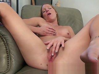 Ma alyssa dutch spreads the brush legs