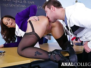Appetizing prexy Syren De Mer gets the brush twat stretched on the table
