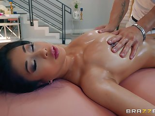 Jade Kush gets their way hairry pussy pounded by their way handsome masseur