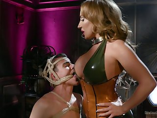 Bodacious mistress Richelle Ryan fucks anus of required on touching submissive and sits on his face