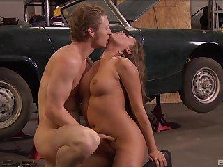 Mechanic fucks her moist pussy and soaks it in jizz