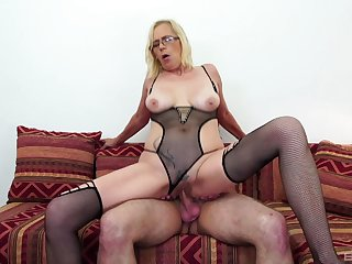 Nephew's cock positively makes the blonde matured to go off the deep end