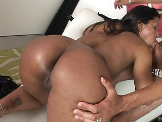 Big spoils Latina enjoys the hard inches in both holes