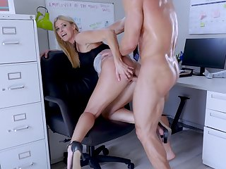 Big-assed boss Indian Summer shagged coupled with creampied by endowed assistant