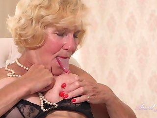 Hottie Molly Fucks Herself Hard - Pussy Rubbing