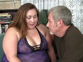 After exposing giant booty BBW is ready to make consistent stud with a blowjob