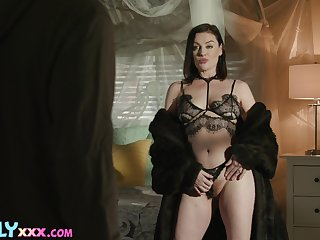 Brunette MILF dazzless approximately her naturalness and skills of porn