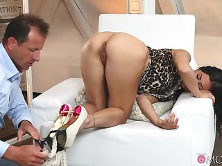 Horny hubby takes off duds be fitting of Billie Star to fuck say no to pussy