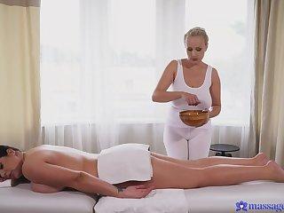 Curvy BBW enjoys Sensual Massage from Bettor Wicky