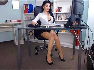 Hot beauty gets an clamber up on an office chair